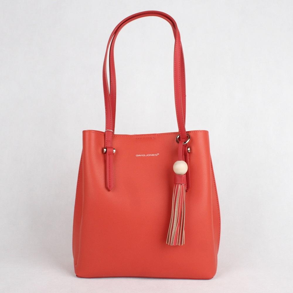 Středně velká červená kabelka na rameno David Jones CM3858