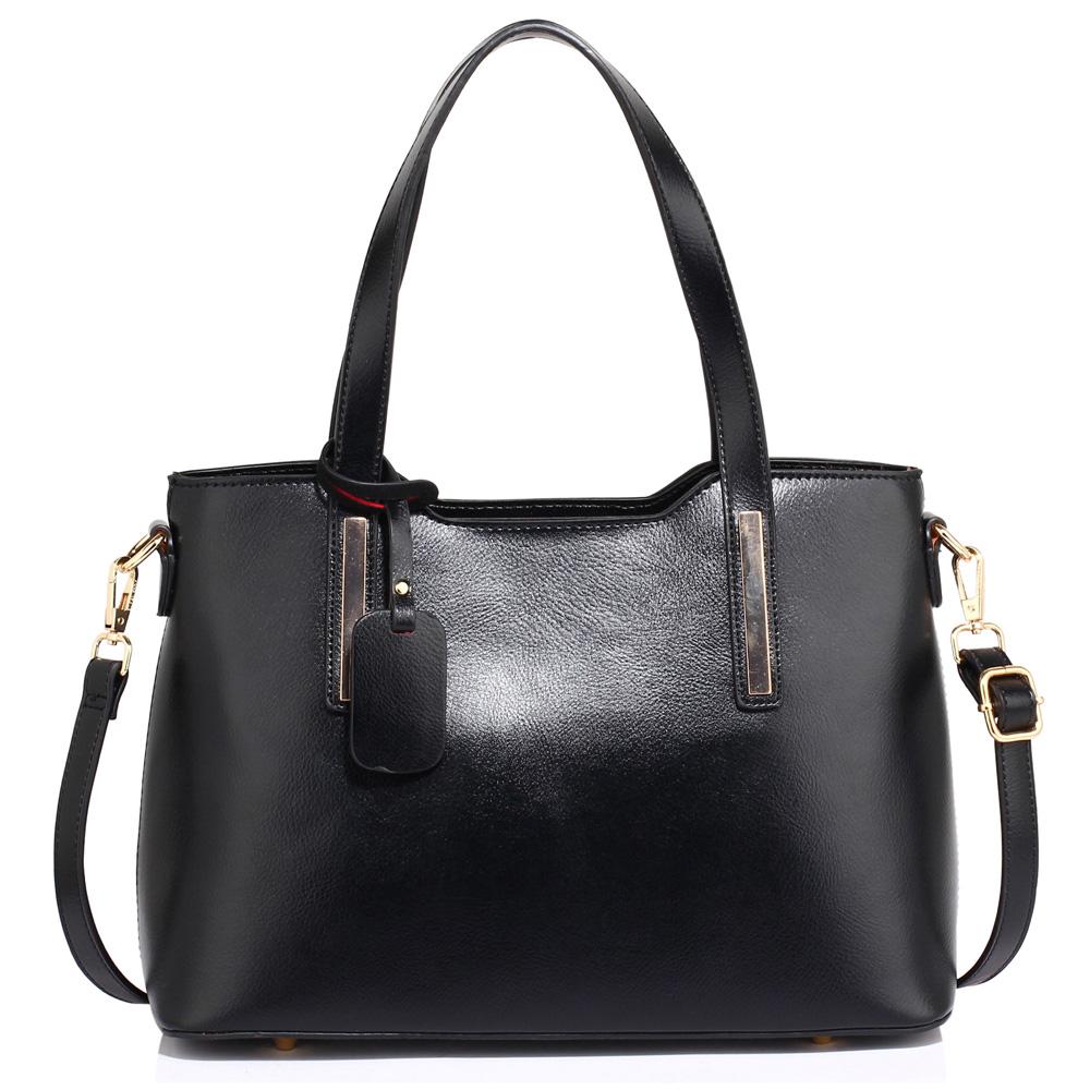 cb429f294b Středně velká pevná černá hladká kabelka do ruky i na rameno AG00528