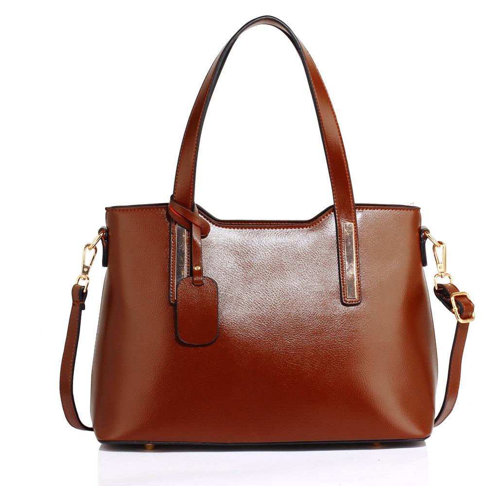 90022c605 Středně velká pevná hnědá hladká kabelka do ruky i na rameno AG00528