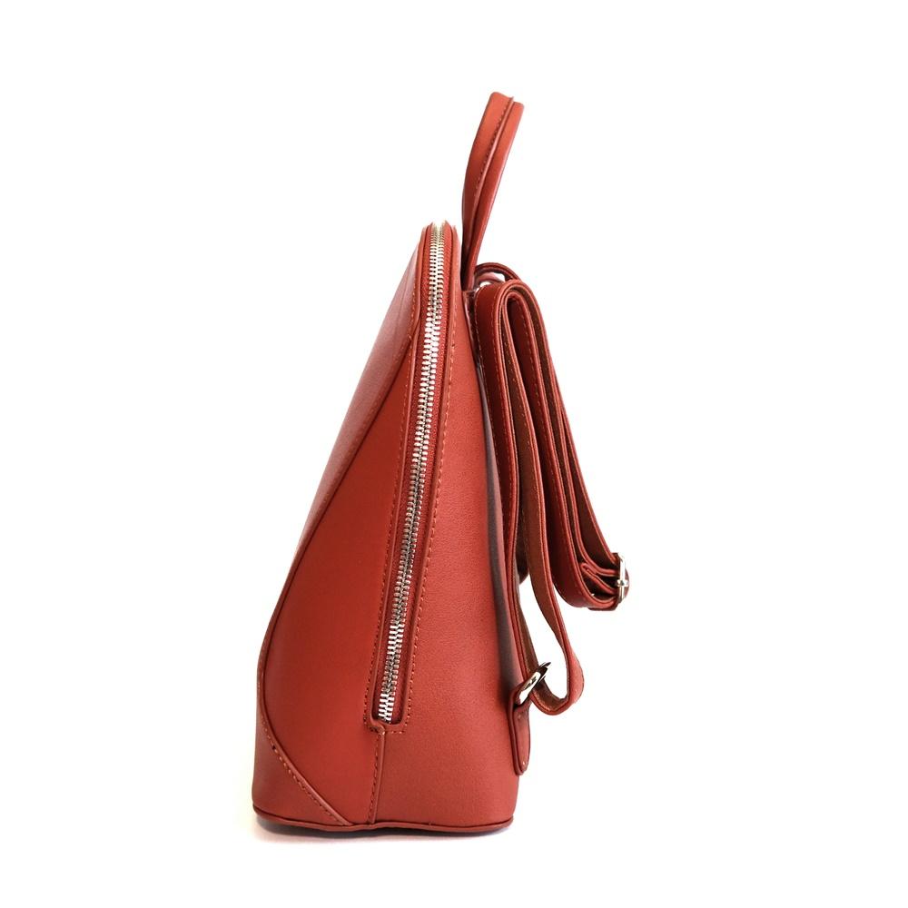 d4dc3e500b Malý městský karamelový batoh David Jones 5830-3 s obsahem 5l