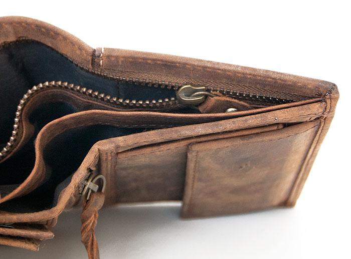 Hnědá pánská kožená peněženka Born to be Wild se štírem na výšku ceb71d3a15